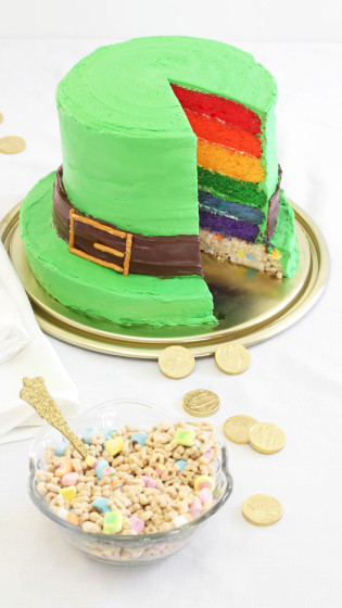 Lucky Charms Marshmallow Cake
