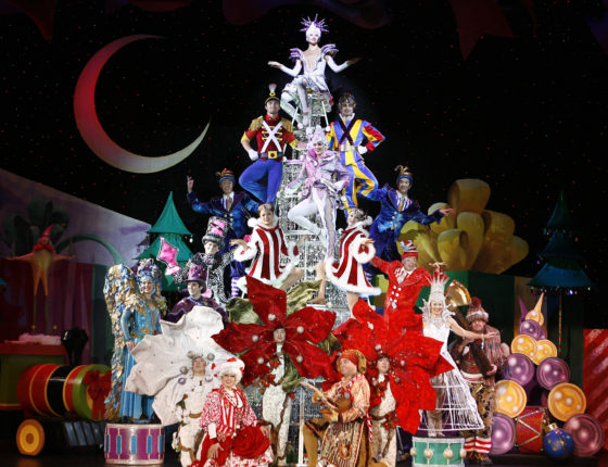 Cirque Dreams Holidaze - Ornaments on Tree