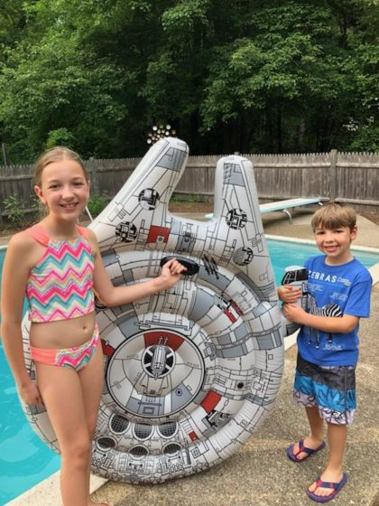 Swimways Millennium Falcon with Eva and Andrew